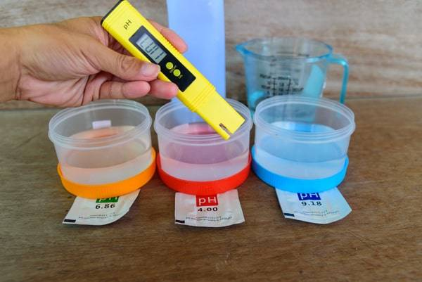 maintain a hydroponic system-hydroponic reservoir maintenance-nutrient reserve-ph meter-hydroponics-how to maintain ph in hydroponics